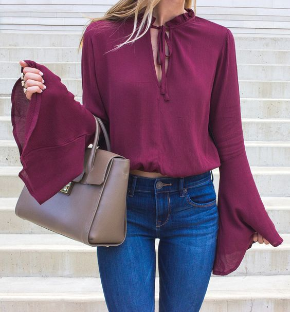Looks con blusas color vino