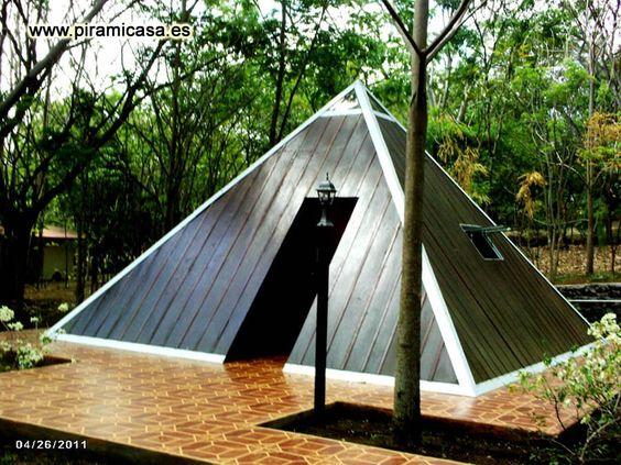 casa de campo de forma piramidal