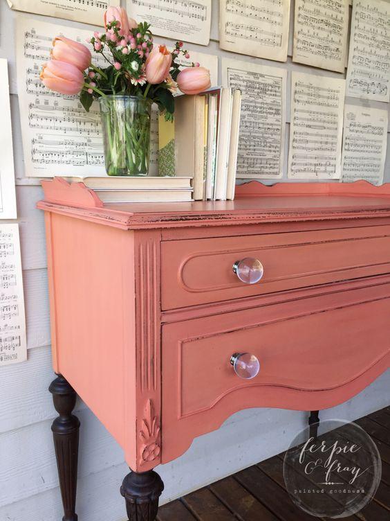 Formas de pintar muebles antiguos para que luzcan como - Tiradores para muebles antiguos ...