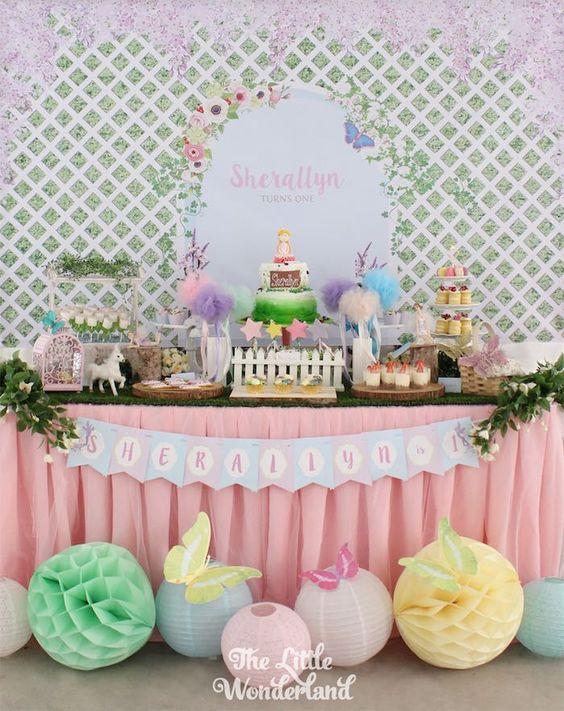 Mesa de postres para fiesta del jardín secreto