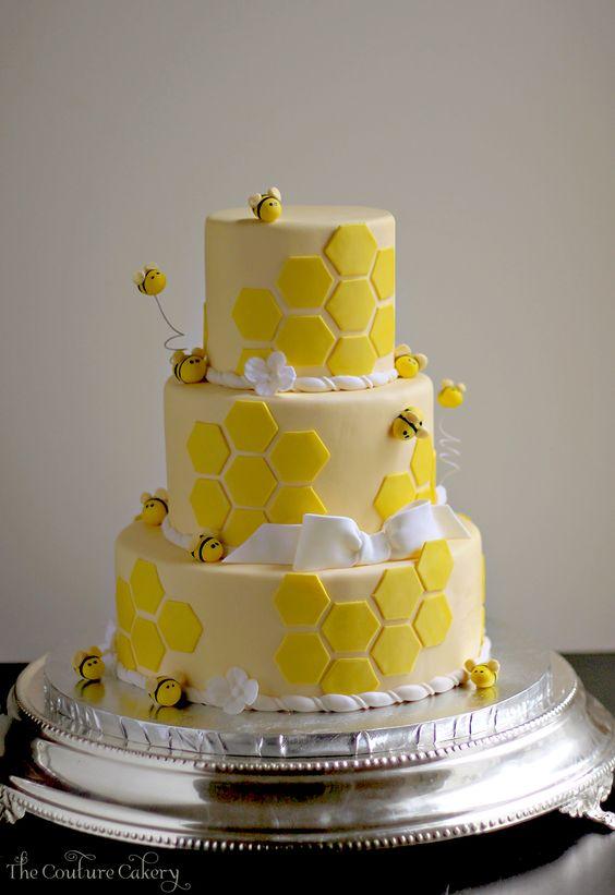 Pastel para fiesta de la abeja reina