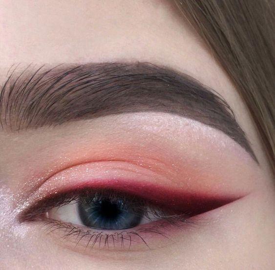delineado de ojos con lapizde colores