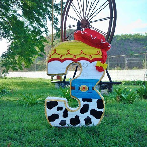 piñata de toy story