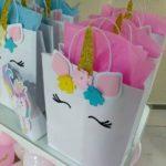 bolsitas de unicornio para fiesta con flores de papel