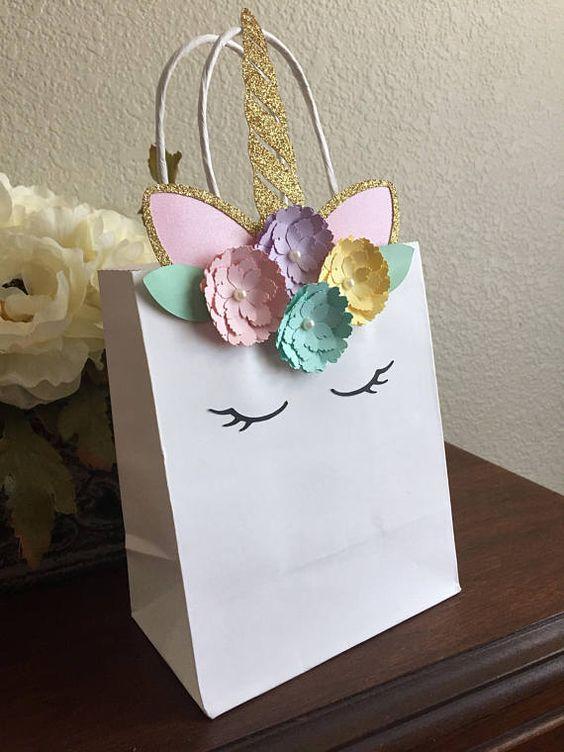 21bc5d54c Dulceros de unicornio con bolsas de papel | Como hacer dulceros