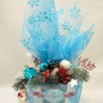regalos navideños en tul y con esferas navideñas