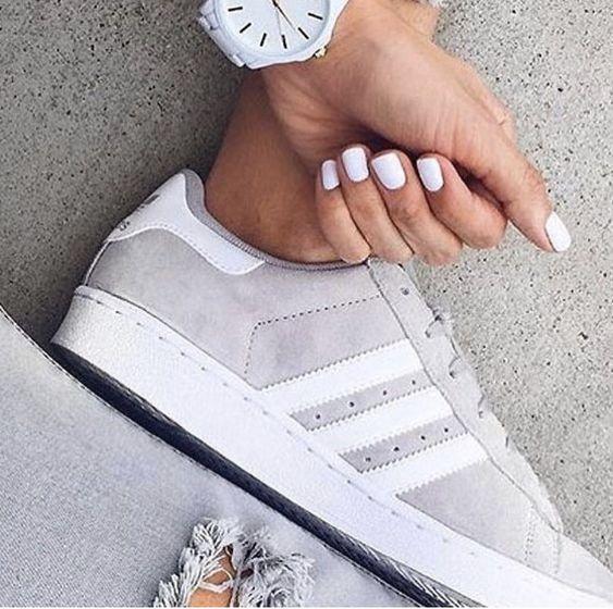 información para imágenes oficiales a pies en Tenis o zapatillas para mujer | Tendencias 2019 - 2020