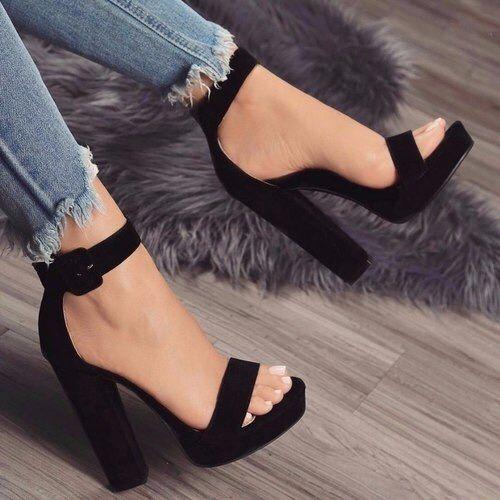 zapatillas negras de moda