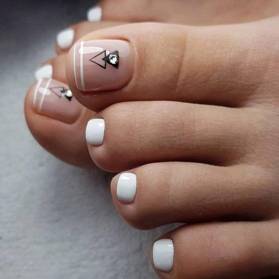 pedicure y diseños para unas pies de moda minimalistas