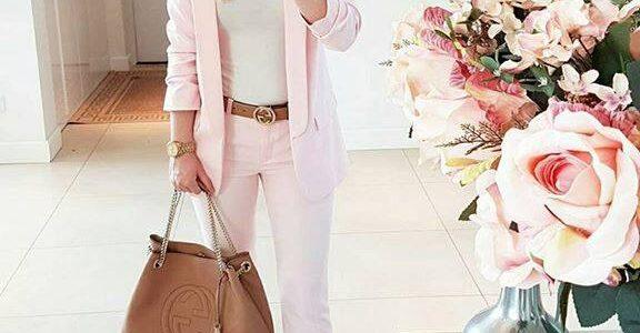 trajes sastres para mujeres de oficina modernos