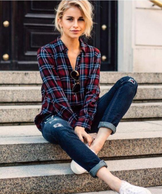 Camisa a cuadros y jeans para un outfits atemporal