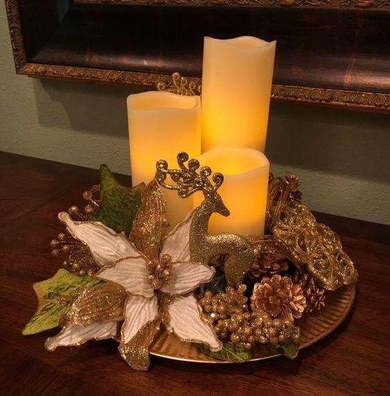 Centros de mesa de Navidad con noche buenas dorados