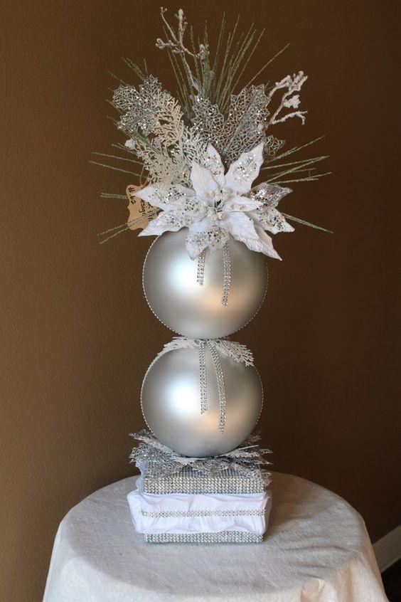 Centros de mesa para navidad con noche buenas en blanco