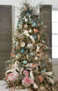 Ornamentos navideños con detalles tropicales