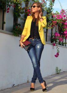 Outfit para el trabajo juvenil con jeans