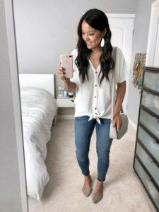 Outfits coquetos para ir vestida con jeans al trabajo con flats