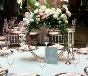 Decoración con aros elegantes para centros de mesa