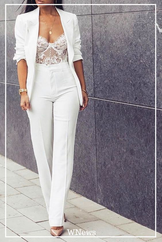 traje sastre mujer moderno con bralettes