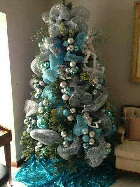 arbol de navidad con malla en plateado