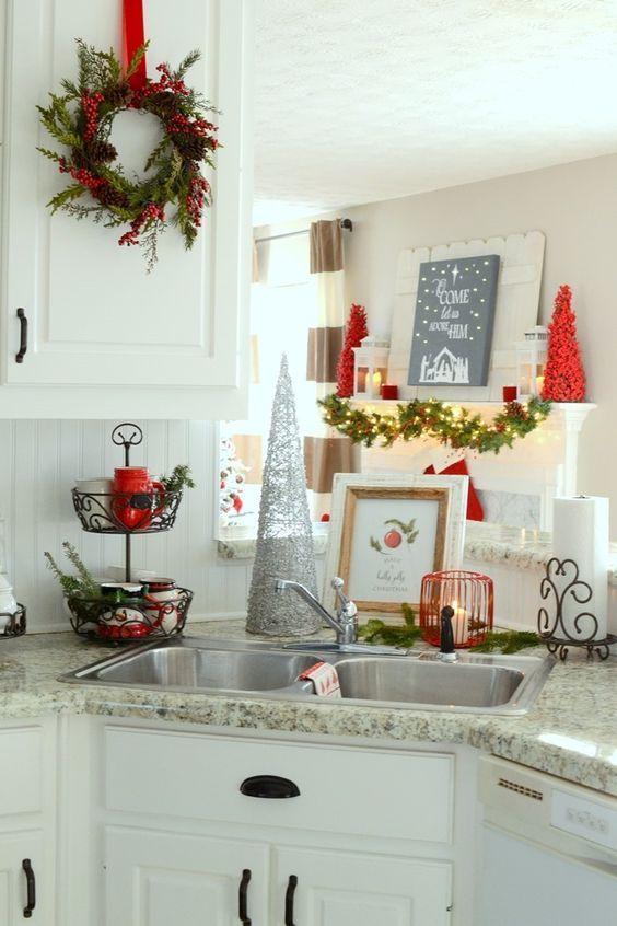 como decorar cocinas con detalles navideños en una casa de campo