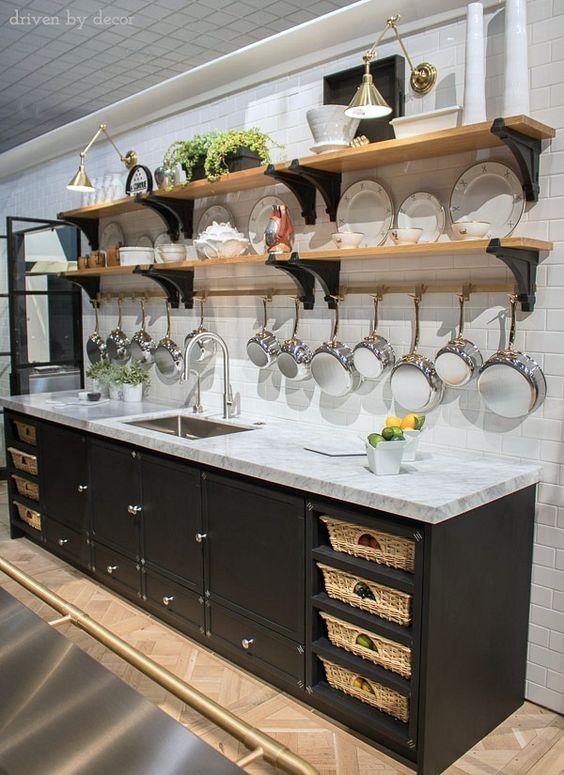 estantes de cocina abiertos estilo industrial