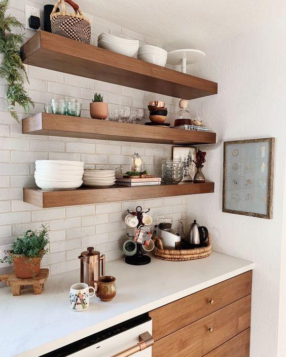 estantes de cocina abiertos