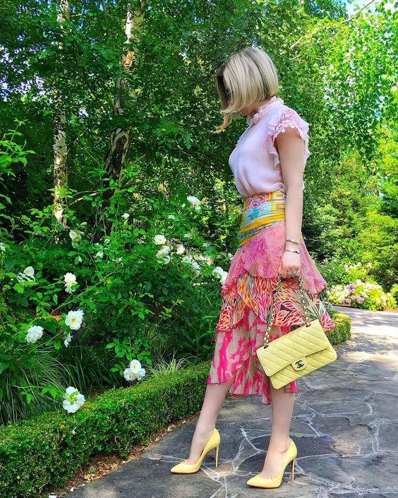 faldas estampadas con flores para primavera - verano en mujeres maduras