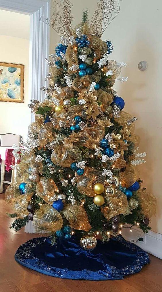 ideas de como decorar el arbol de navidad elegante con malla
