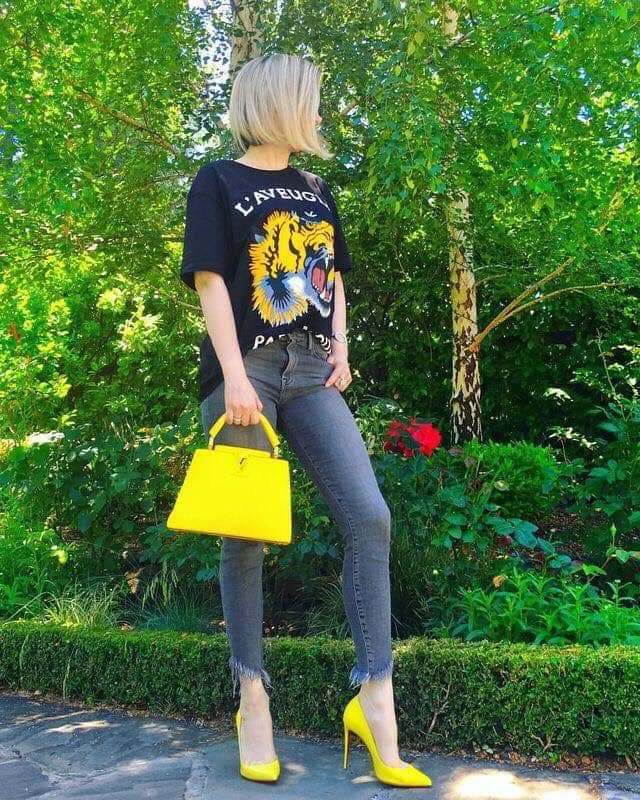 look con jeans para verano en mujeres maduras