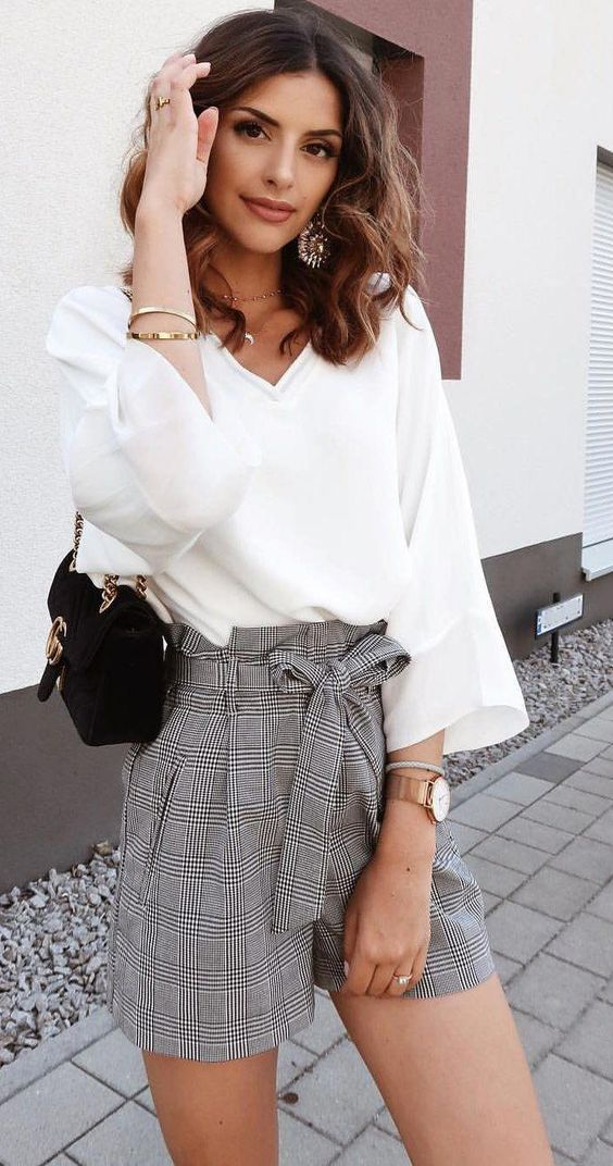 moda para mujeres de 40 modernas 2019 con shorts