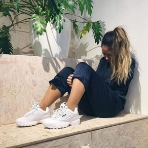 outfits con tenis fila blancos