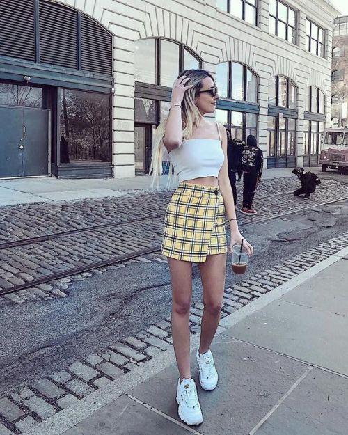 outfits con tenis fila con faldas