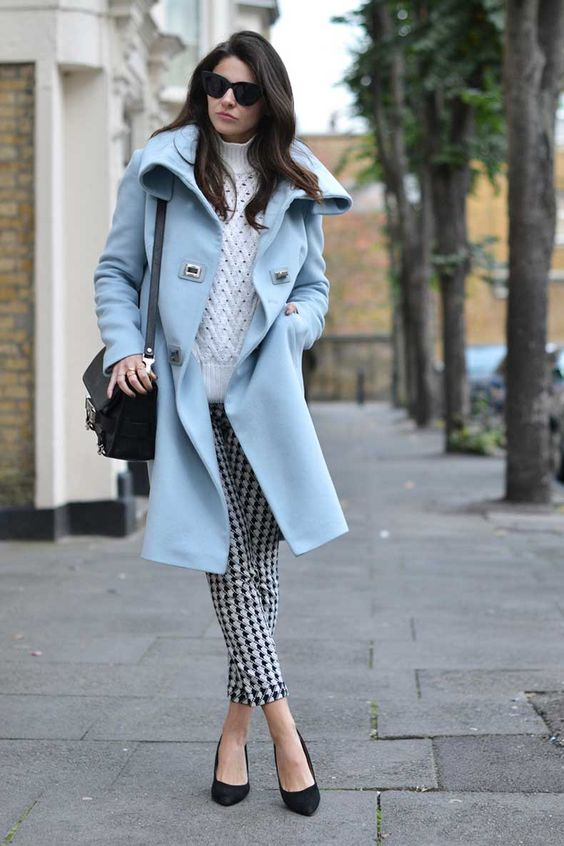 azul empolvado para destacar looks de invierno