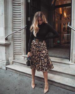 faldas de moda y blusas manga larga para lucir con estilo en posadas navideñas