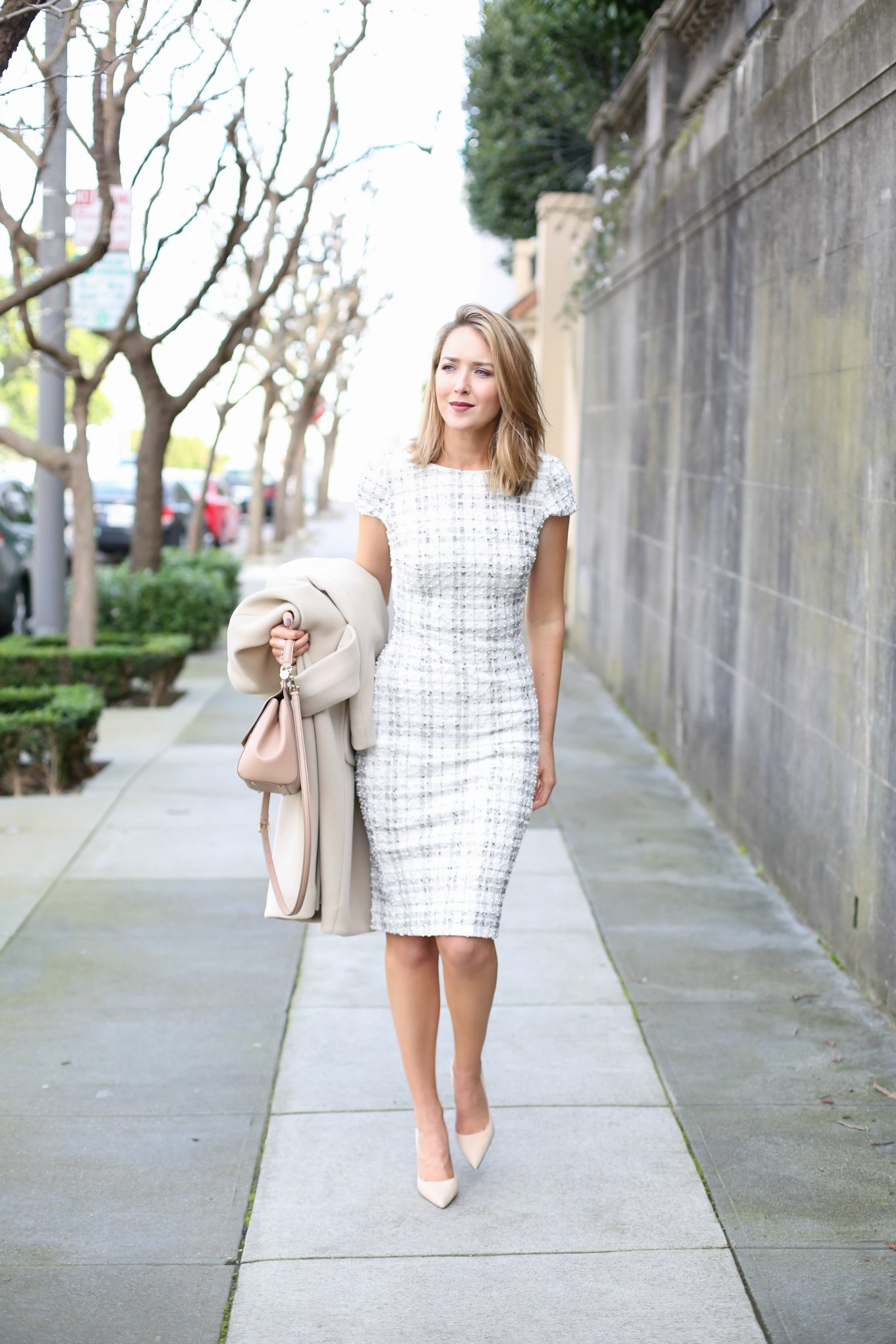 ideas para lucir vestidos de oficina elegantes con estampados