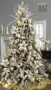 arboles navideños elegantes con flores de nochebuenas
