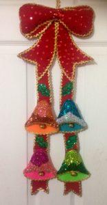 campanas de fieltro para decorar puertas en navidad