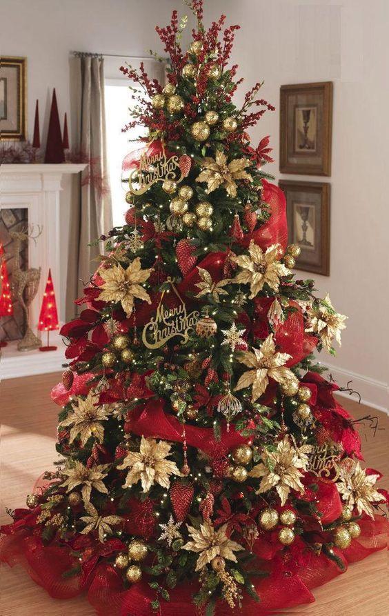 como decorar el arbol navideño con flores de nochebunas doradas