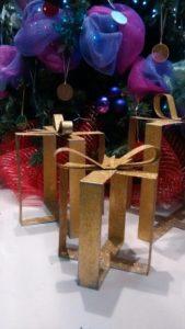 como decorar regalos gigantes para exterior con brillos