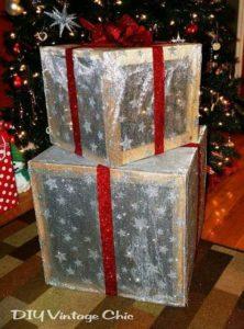 ideas para elaborar regalos navideños gigantes para exterior en cajas de madera