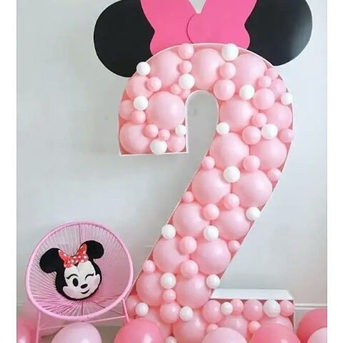 letras de madera rellenas de globos para fiesta de minnie mouse