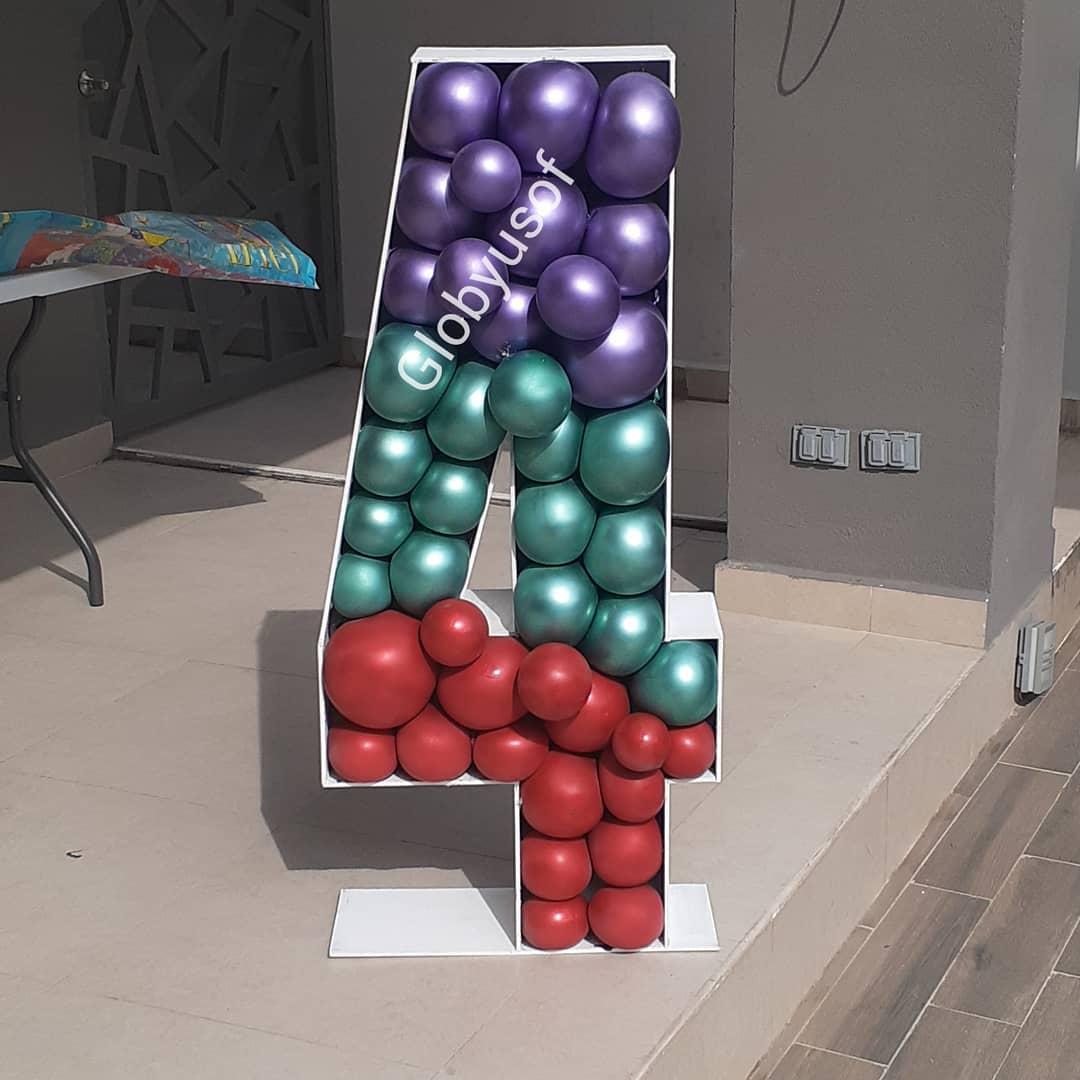numeros de madera rellenos con globos tecnica mosaico