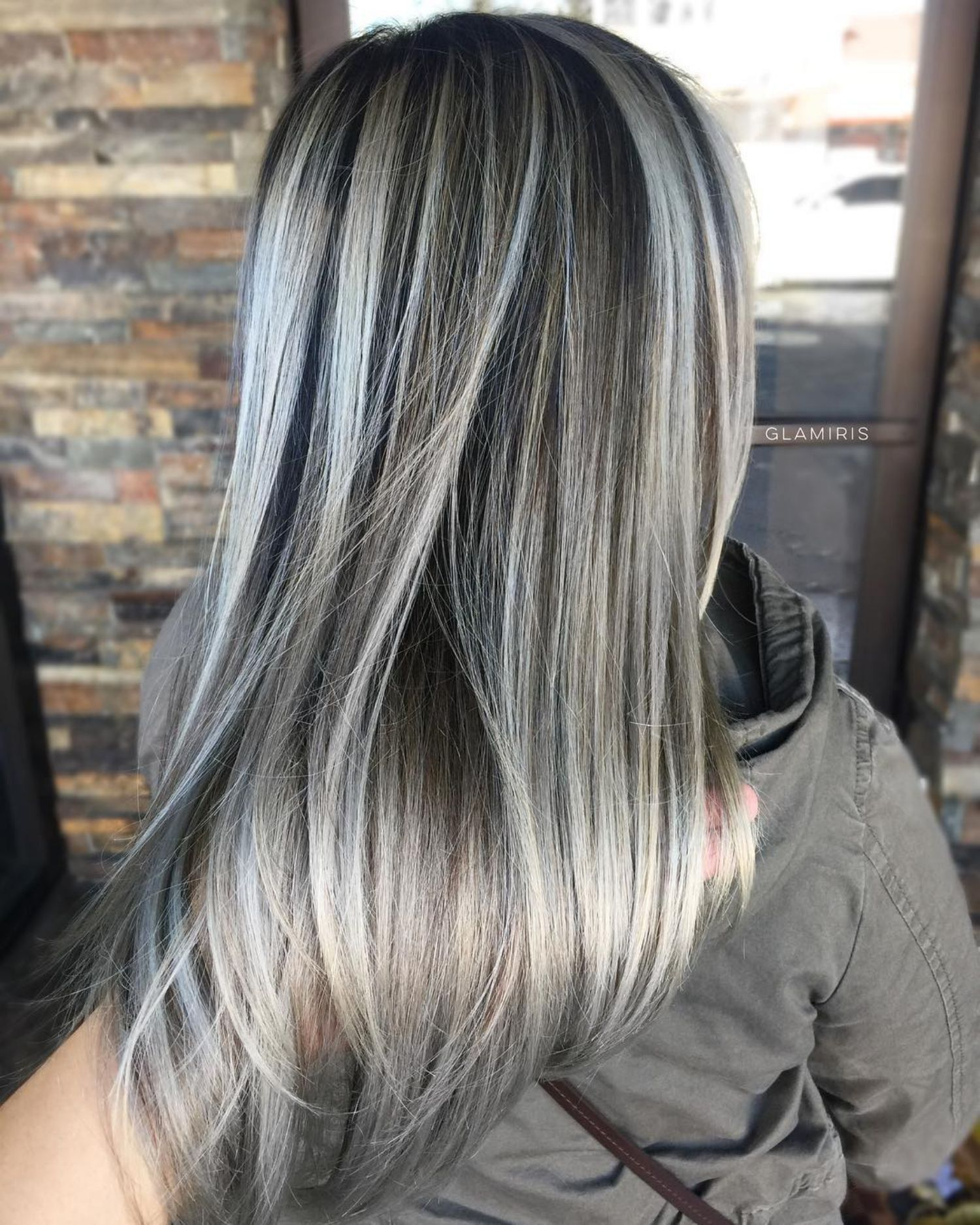 Ideas de como llevar el tono rubio champiñón si usas cabello lacio