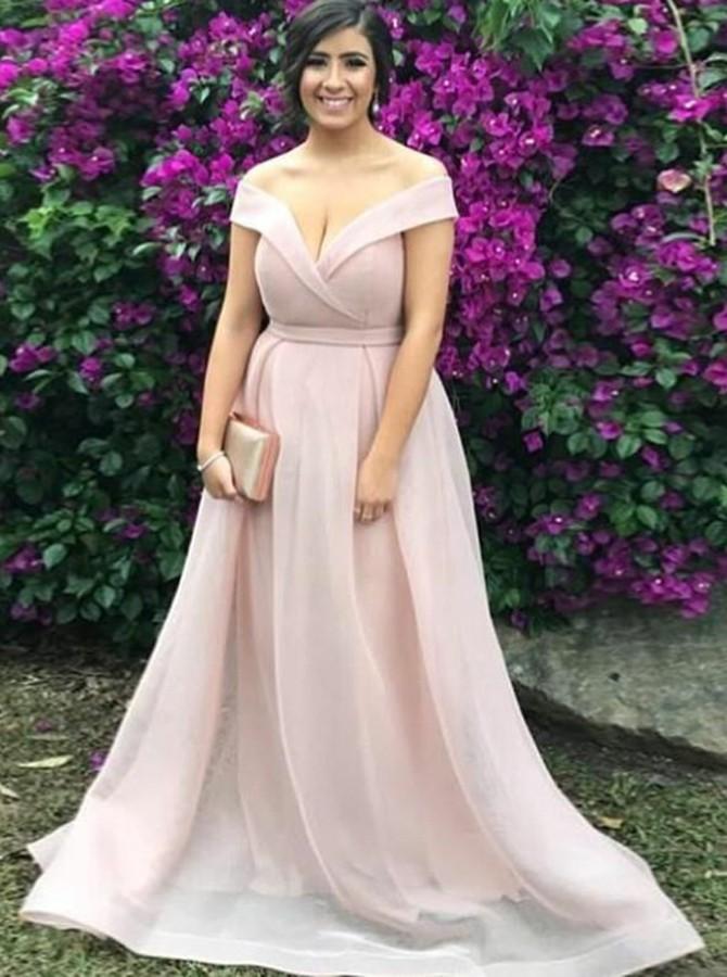 Ideas de vestidos largos para chicas con curvas para usar en un evento especial