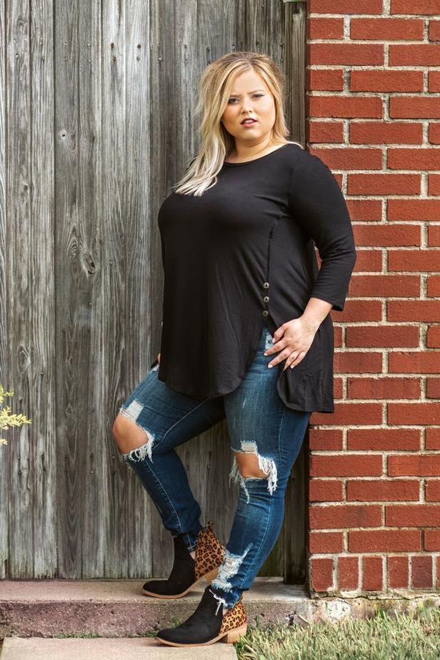 Ideas de outfits chaparritas con curvas con blusa manga larga y jeans
