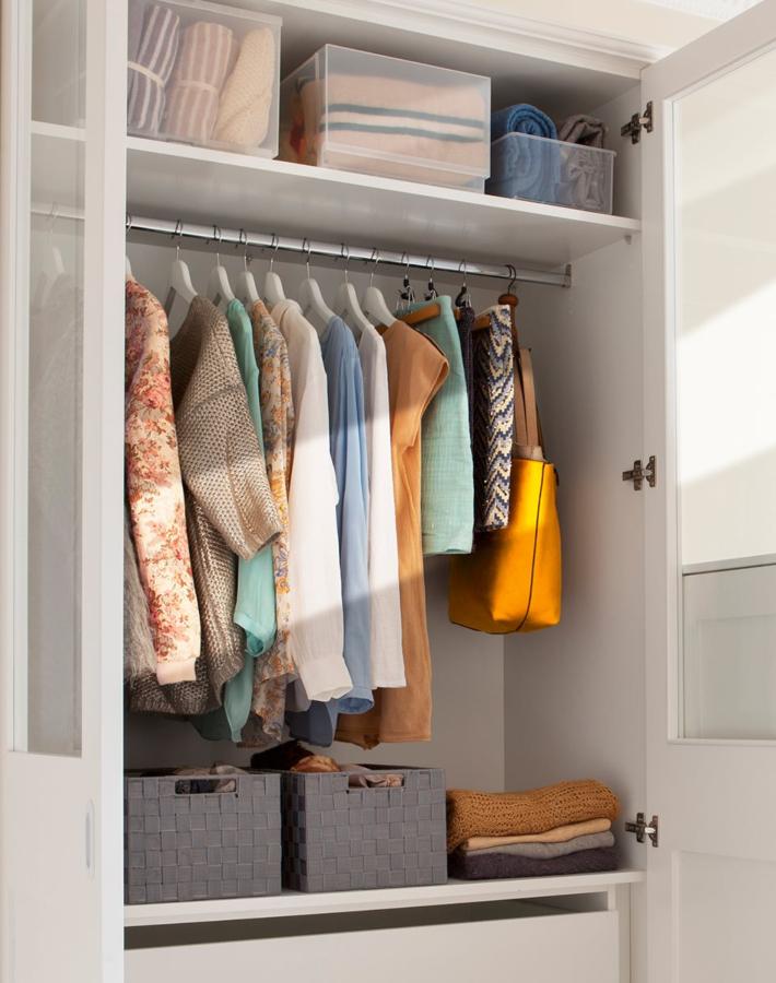 Consejos de orden Marie Kondo - Menos ropa colgada