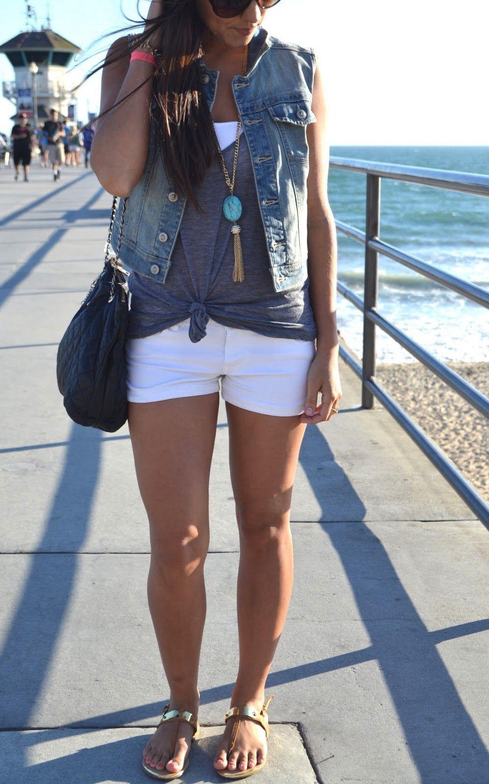 Outfits con chaleco de mezclillas y short