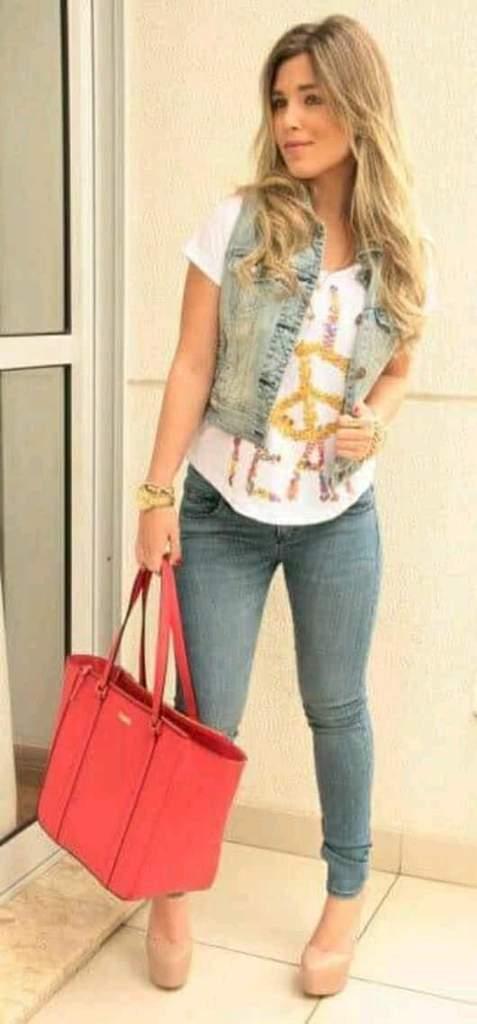 Outfits con jeans y chaleco de mezclilla