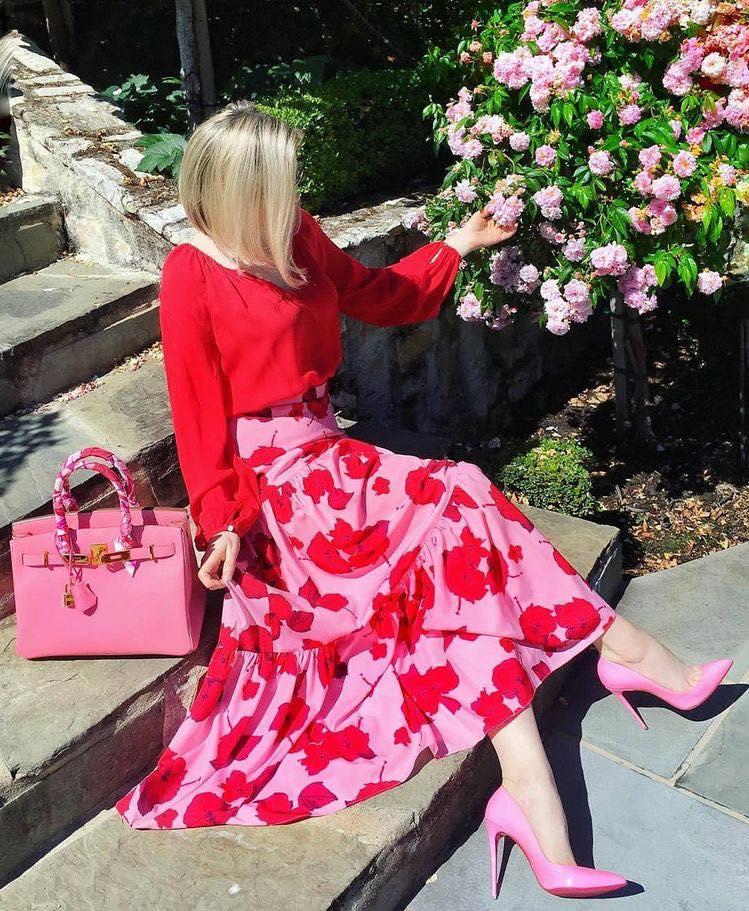 Falda midi con colores vibrantes para esta temporada de primavera