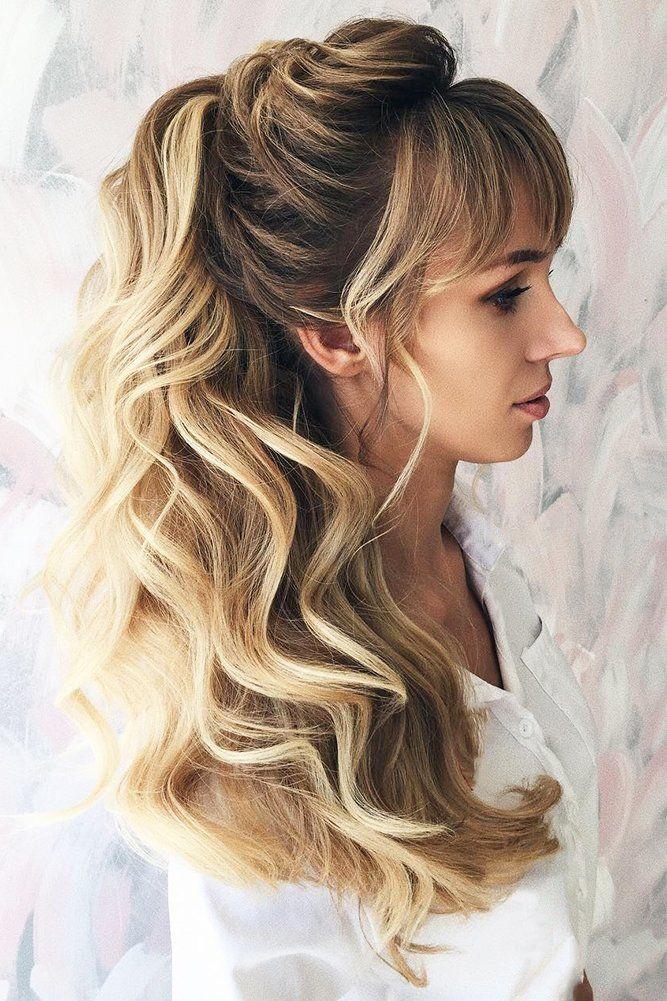 Peinado de media cola con flequillo